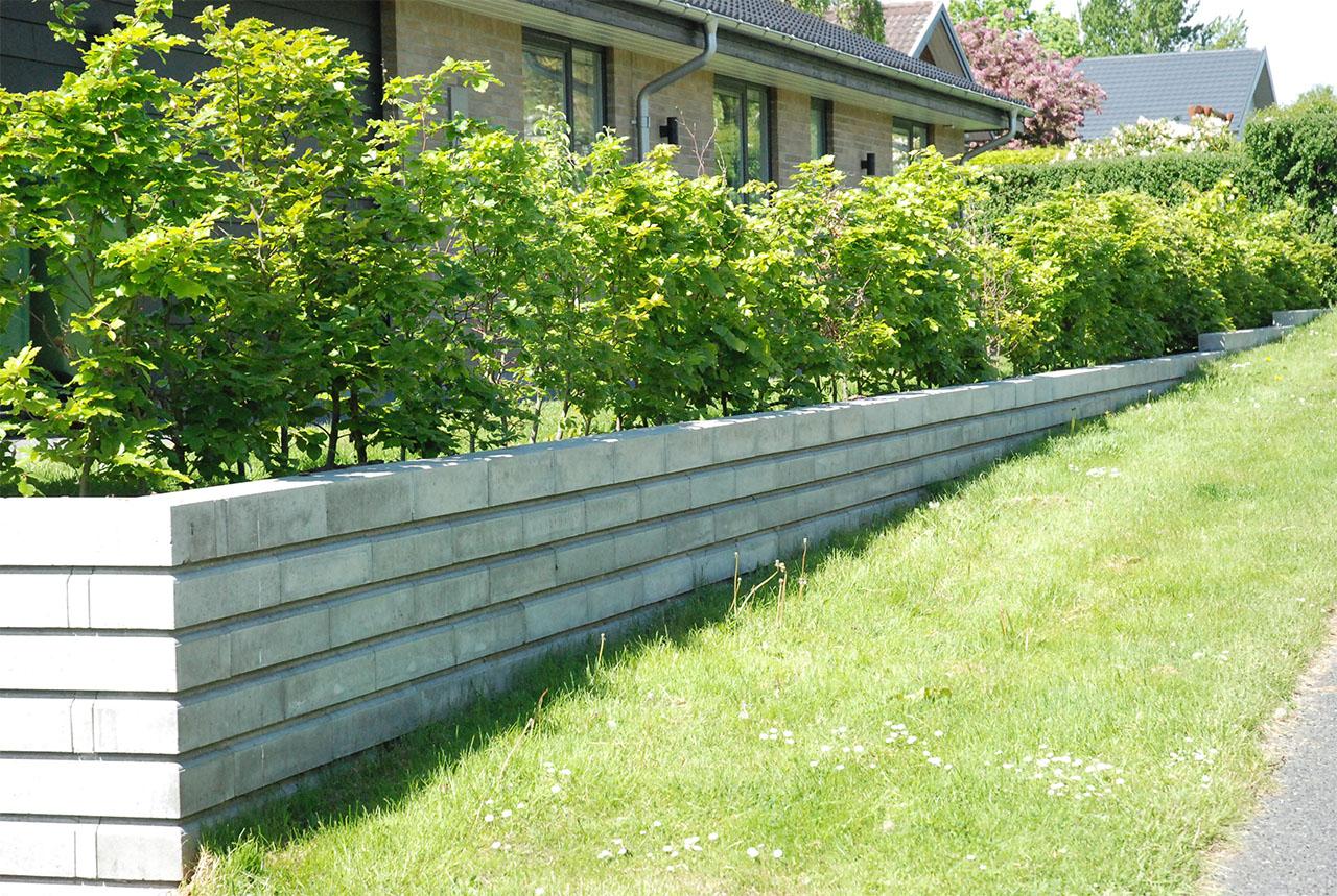 Anlagt græsareal uden for hus